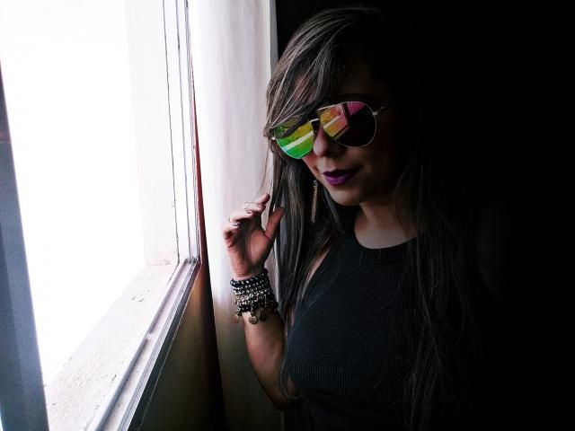 Amei o óculos, veio muito bem embalado e sem danificações, ele é  verde com fundo amarelado e rosa. <BR&…
