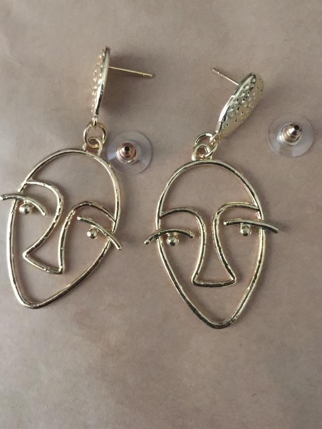 These earrings are the perfect size & had such a funky cool design to them!