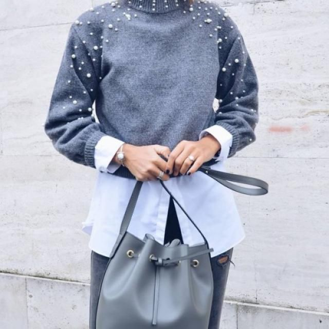 I love this gray sweater with pearls! It is beautiful and very elegant!!!♥♥♥