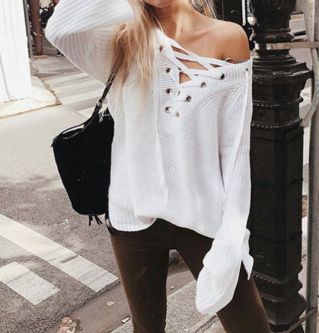 Do you like this beautiful white sweater? you can get it here in zaul!!!♥♥♥