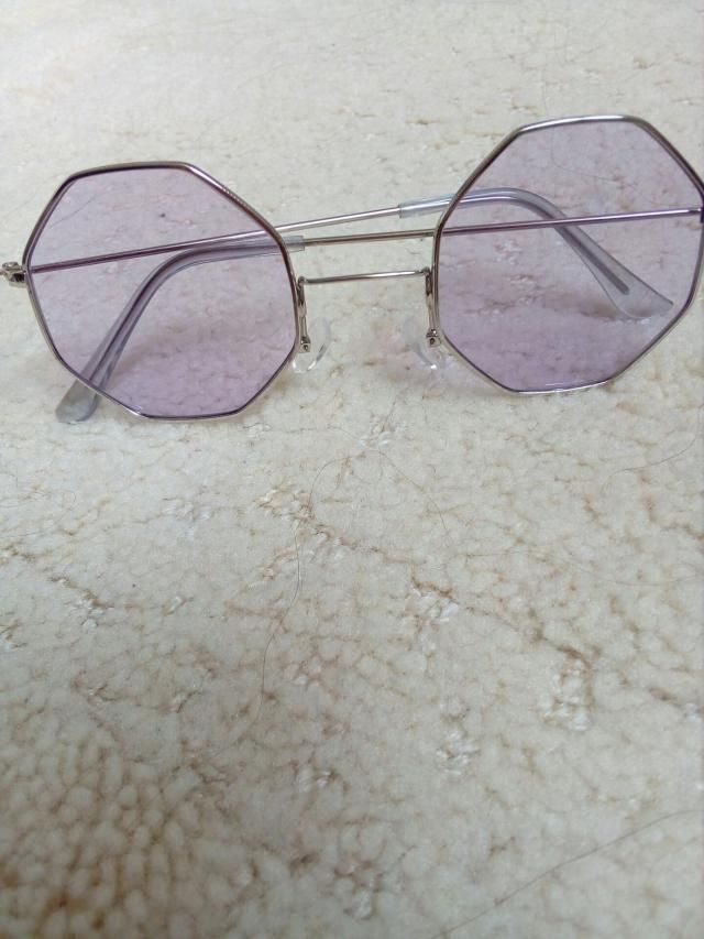 This pair of sunglasses will complete any look, they're so pretty and good quality!<BR>You should try them!