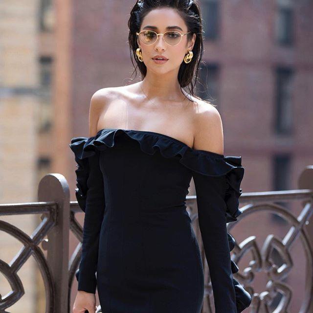 Black Short Dress ... Seems unbelievable sexy!!!