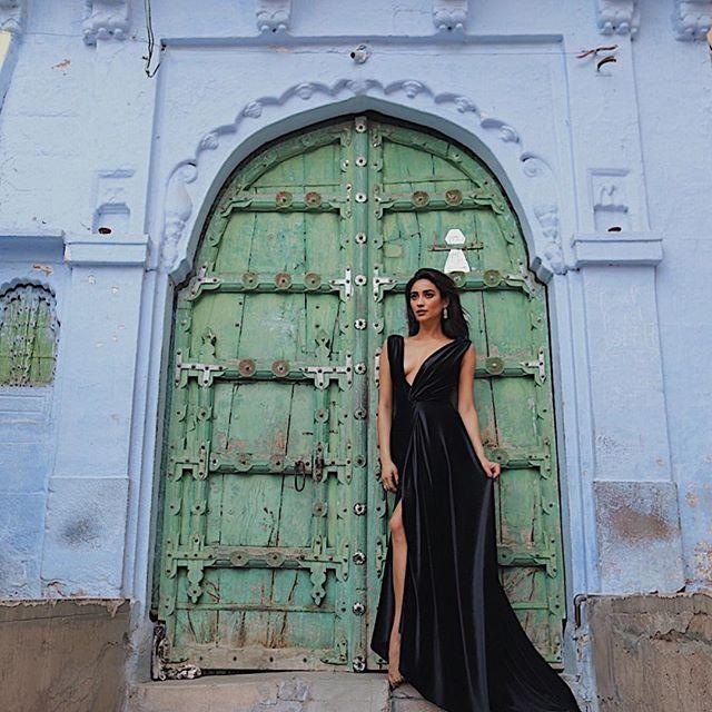 Looks fantastic in this velvet dress!!!