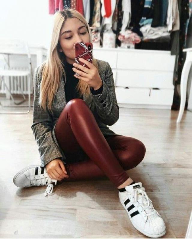 Red leggings!!