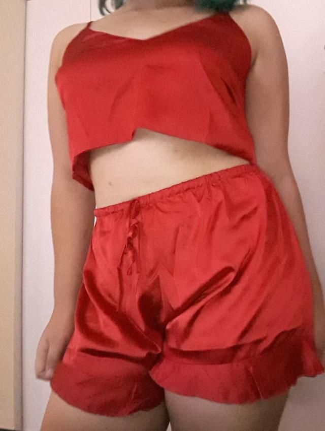 fits very well, I love the silky material, it's so comfortable, I ordered a large because I'm chubby and it flatters my…