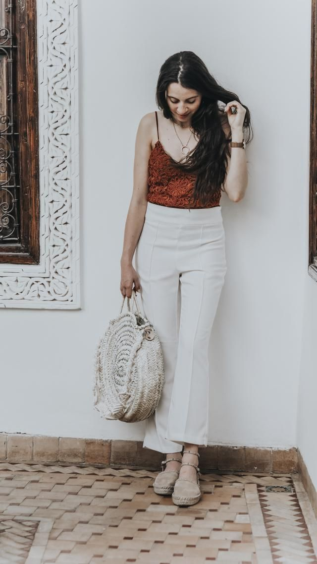 A touch of color this time coming to you from Marrakech. White trousers are always a good option and topping with a tou…