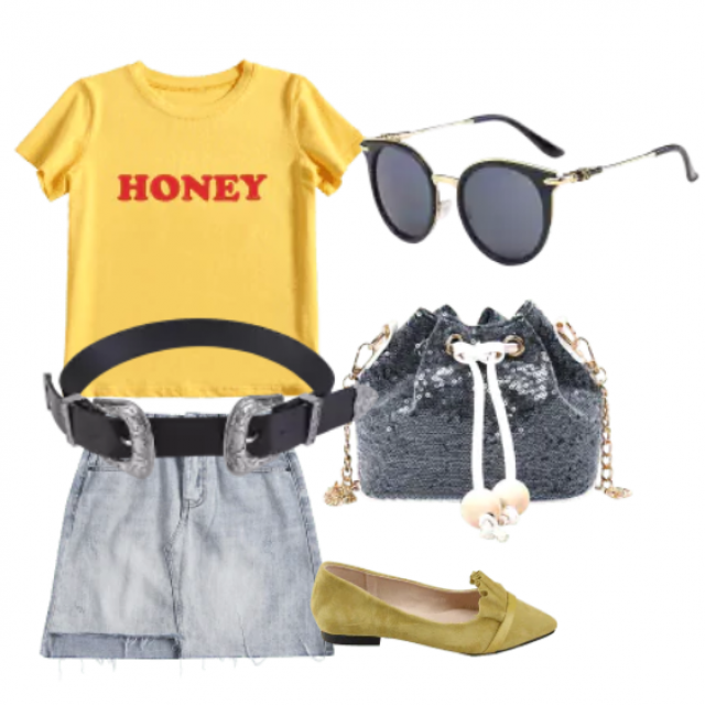 Denim skirt mini and yellow T-shirt for relaxed style