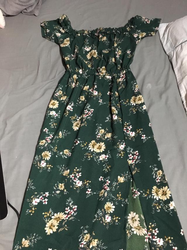 El vestido es divino, y la tela es como se ve en la foto. <BR>lo único que me disgustó, es que no es verde oscuro…