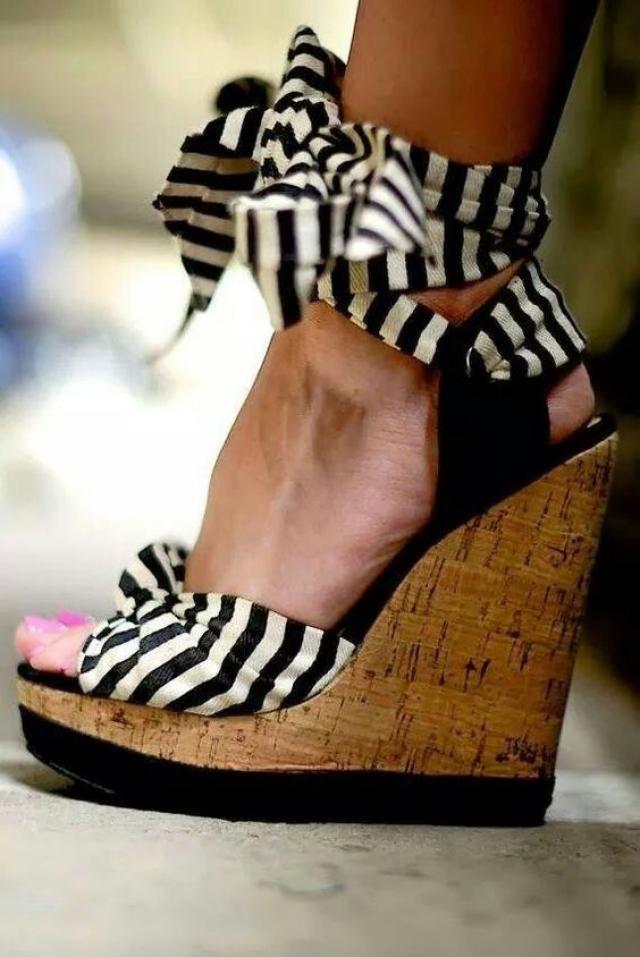 Stripe sandals!