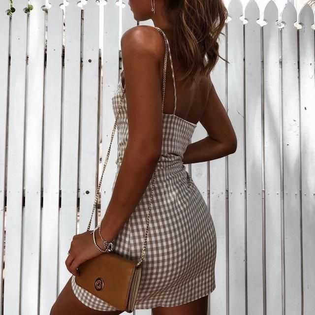 a perfect tanned skin with a cute plaid dress, it will never goes wrong right?