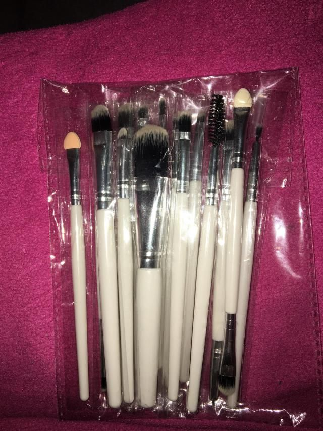 Very happy with my item, brushes are beautiful and fast/ efficient delivery time