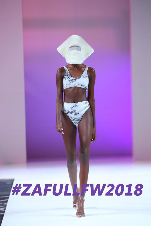 Today let's go on watching ZAFUL x LFW Show.