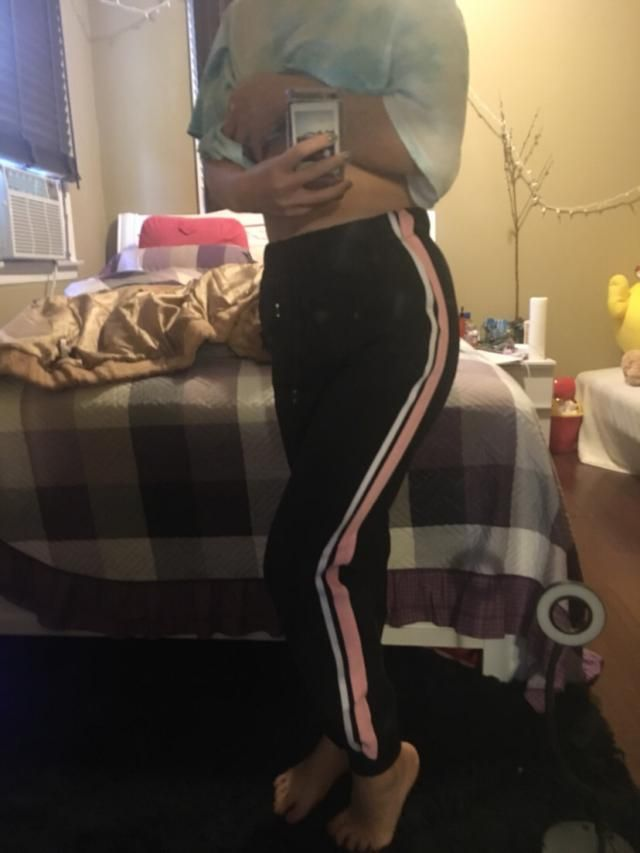 They're not too loose. They're okay joggers. I bought a M. I'm 5'3 and 130 pounds.
