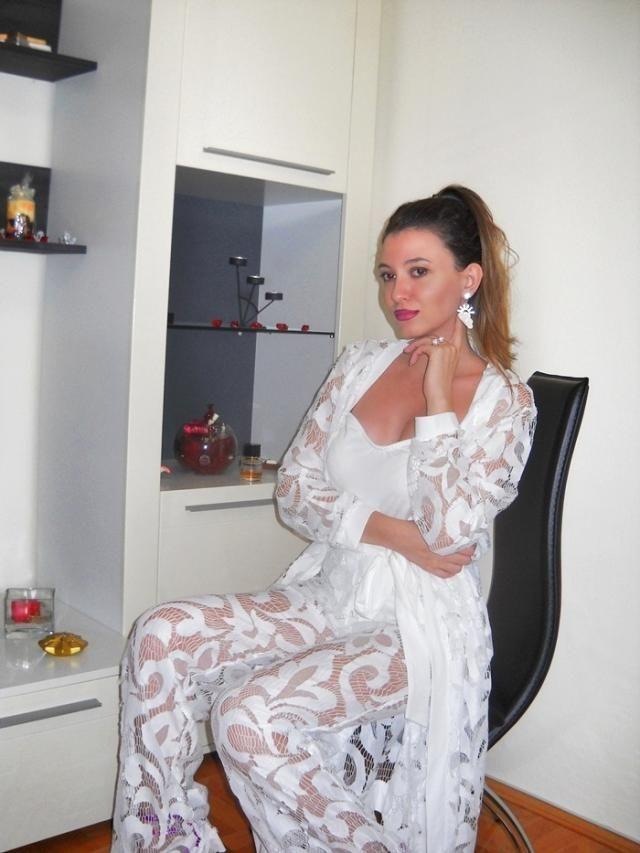 Love this look :)  My blog http://itsmetijana.blogspot.com/
