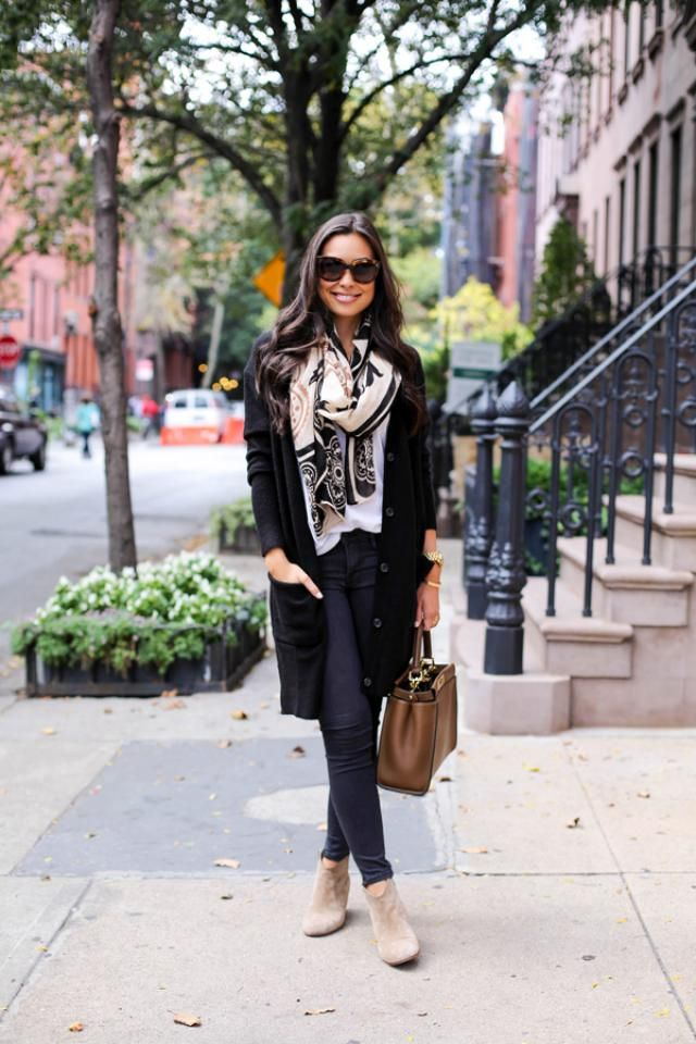 Cardigan Black And Jeans 