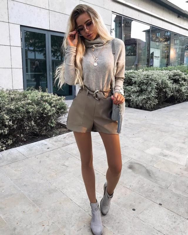 Khaki is one of my favorite colors it's a sophisticated color and make any outfit look more classy and chic