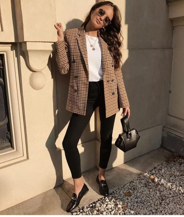 You see how this plaid blazer changed this look from simple and basic to elegant and chic