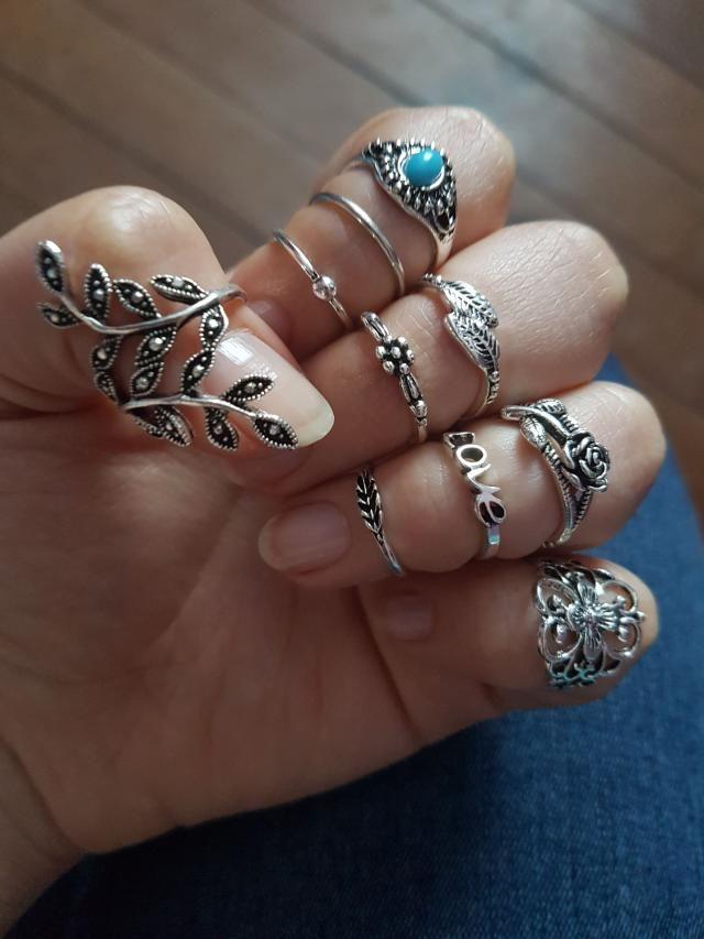 Súper lindos pero o mis dedos son muy gordos o los anillos son un poco pequeños jajaj