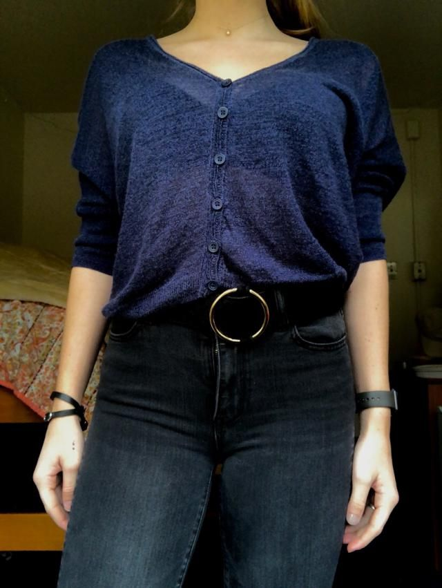 Fits well and is super cute! Perfect for both casual and more formal outfits