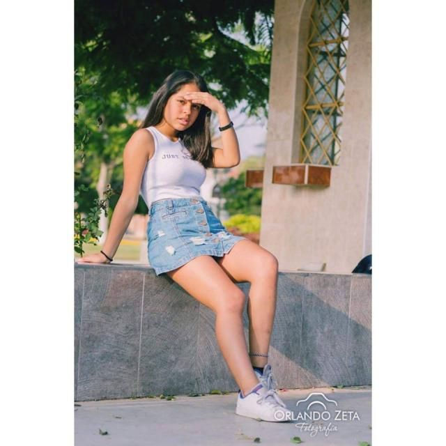Mi nombre es Nicole y me gustaria tener la oportunidad de tmarme fotos para la marca de sus prendas, me encantan