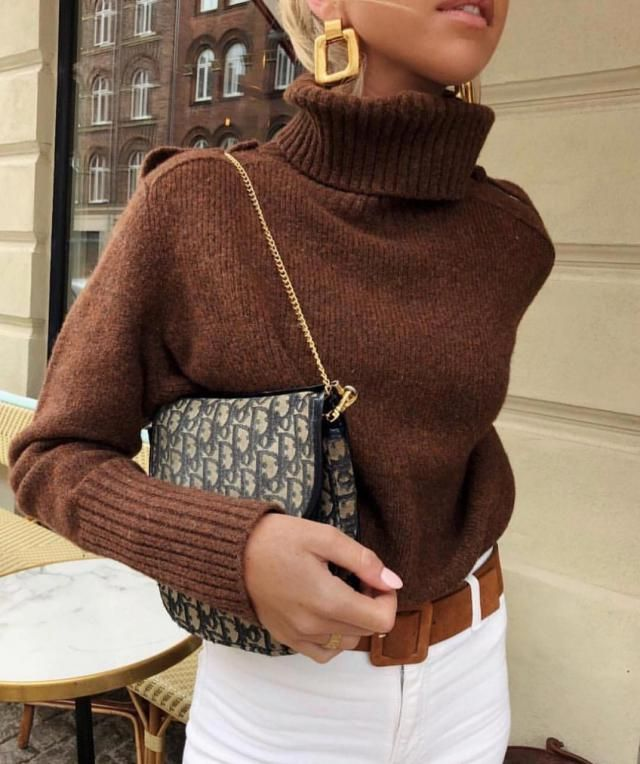In love with this brown turtleneck sweater