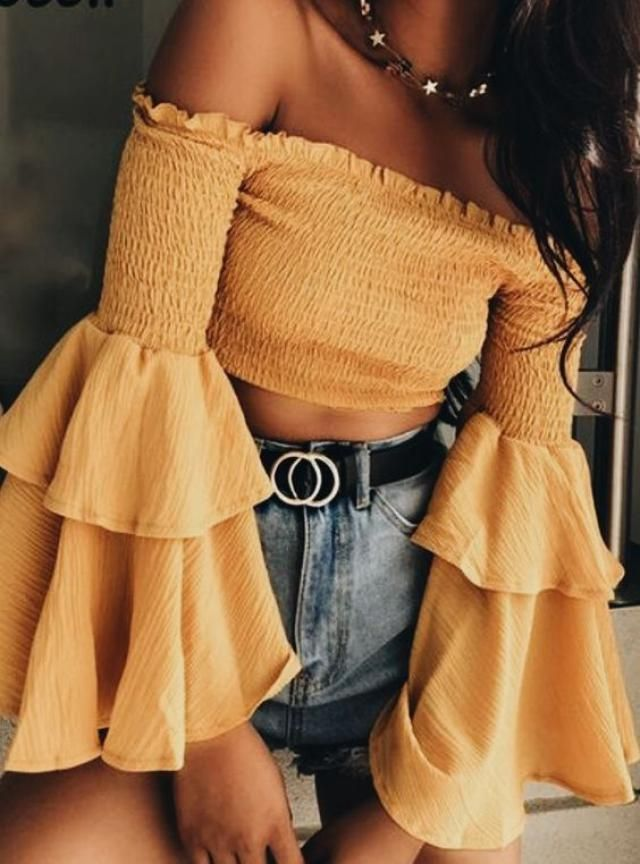 Yellow is the color of this season, it is everywhere and in any fashion item!♥♥♥