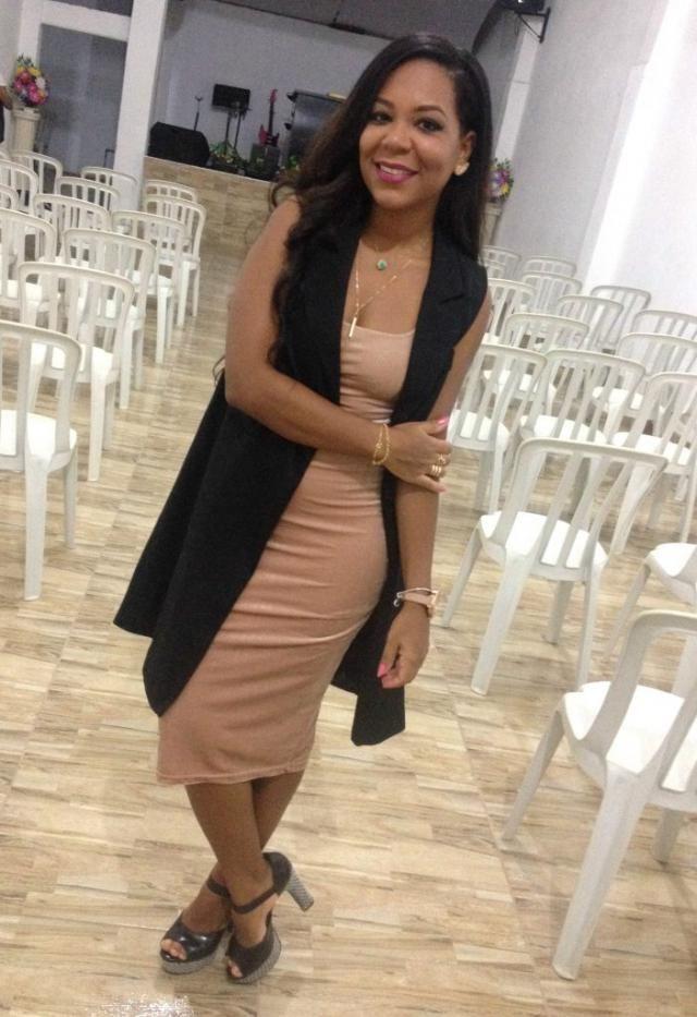 Esse vestido é lindo https://jeanecarneiro.com.br/trend-alert-vestido-de-veludo-zaful/