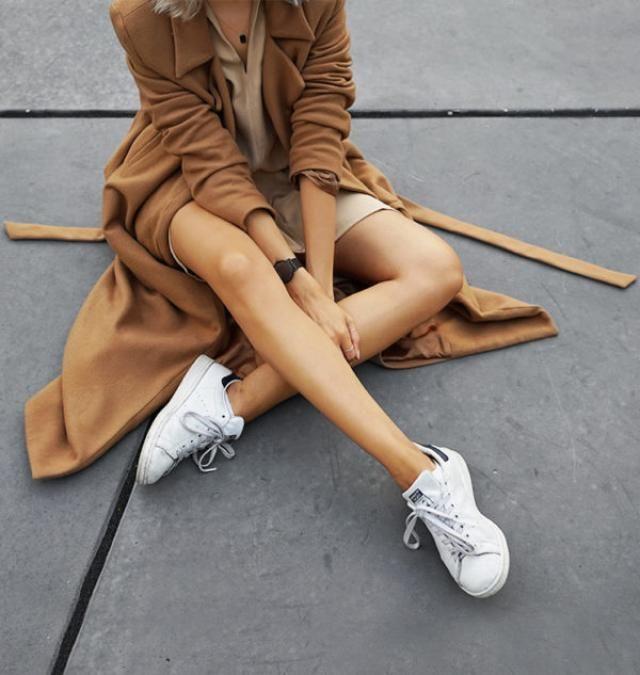 Coat Brown And Sneakers