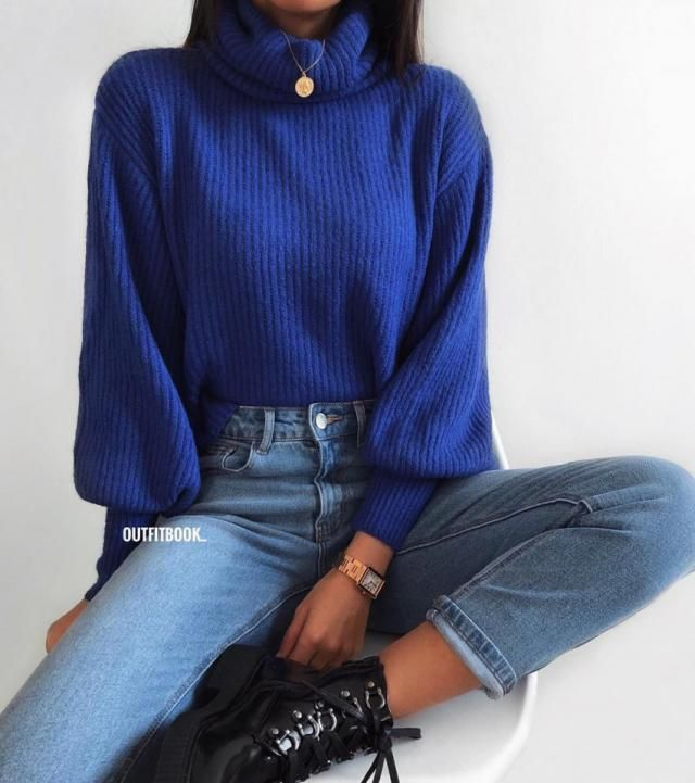Blue turtleneck sweater looks stunning I don't know why they are so underrated, they make any outfit look better