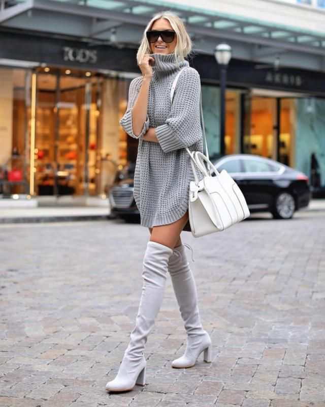 For an easy stunning look you just need a turtleneck dress with long boots and it's complete