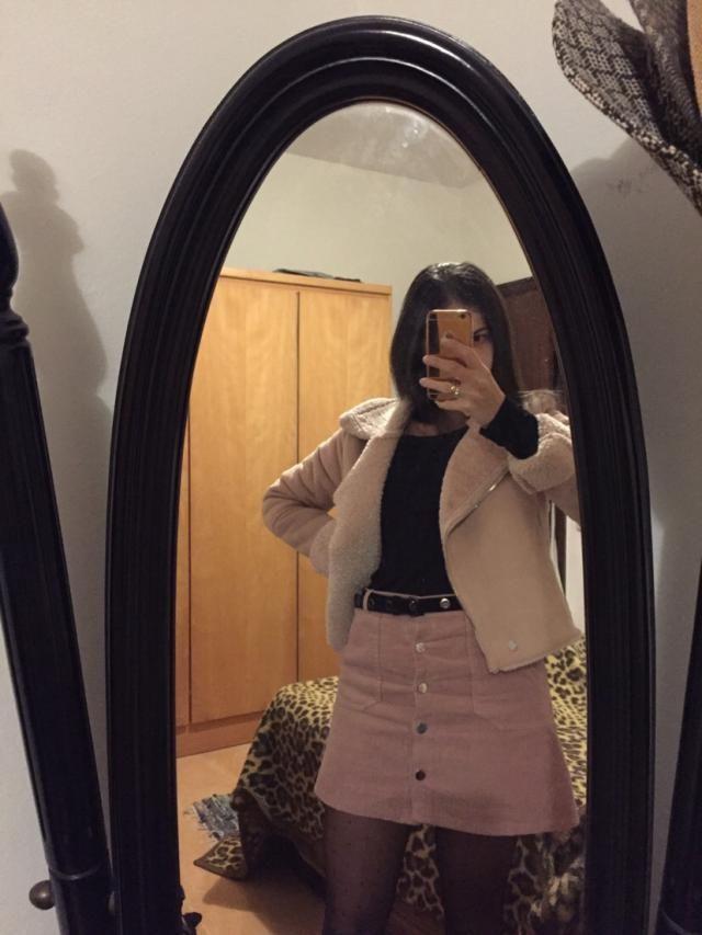 Tamaño real Cómodo y de material fantástico, muy bonita falda.