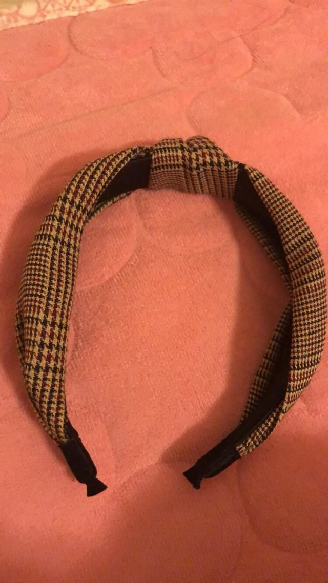 I love this headband! It fits well on my head and does not feel tight! I love the colors and the design is a little we…