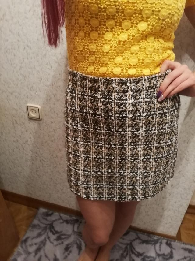 I love this skirt. it looks so good. good quality. like like like. I ordered size XL because was written fit size 6 us