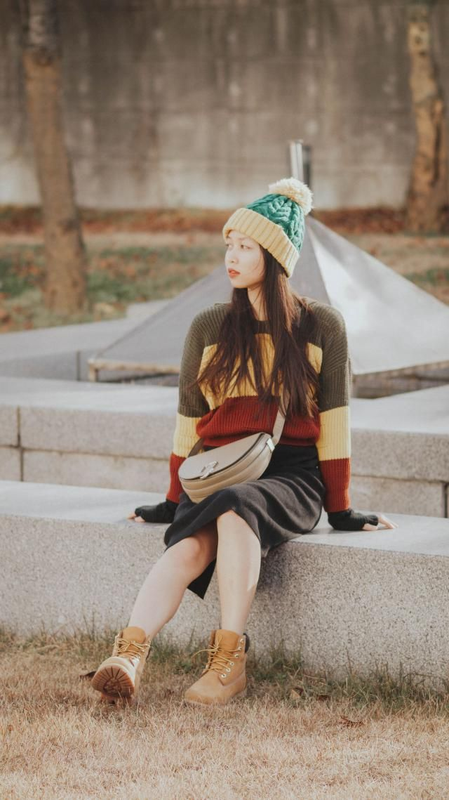It's nice and comfortable and is really warm especially in autumn.  Love it. Combined with my beanie and shoes looks a…
