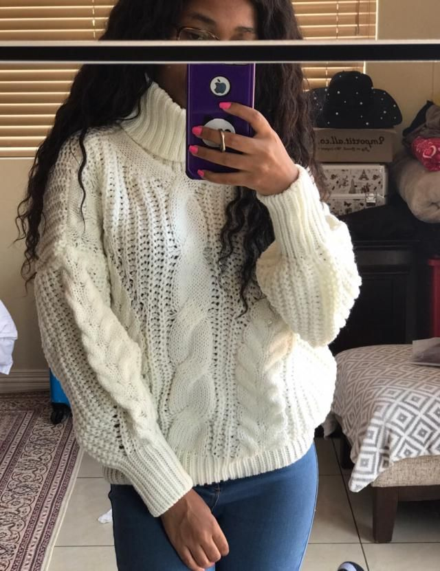 Super comfy knit, looks exactly like the pics. If you're on the xs/s size like myself it make look slightly baggier th…