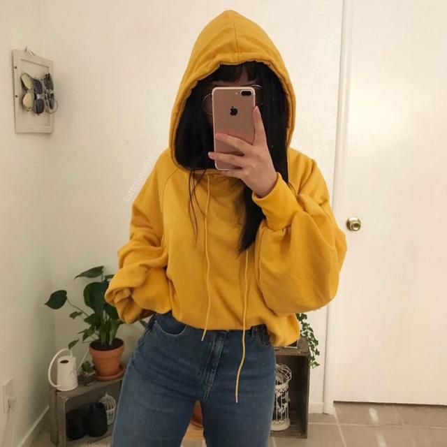 I'm in love with this yellow hoodie it's gorgeous