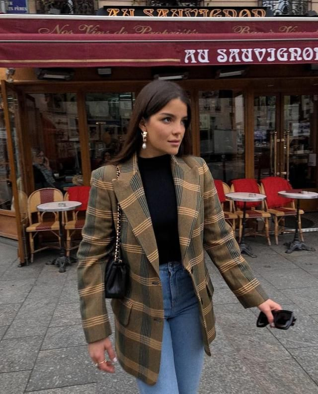 Plaid blazer is a timeless trend that never goes out of style