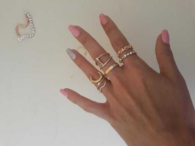 I really like all the rings in this set. Delicate and beautiful.