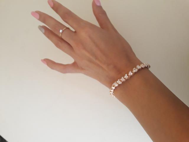 The cutest bracelet I have so far. I love.