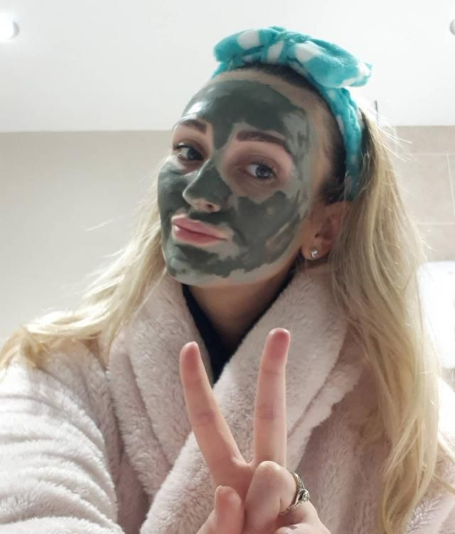 Who's used this mud mask before? My skins felt so awful over Xmas I ate and drank's loads an neglected my skin, I swear…