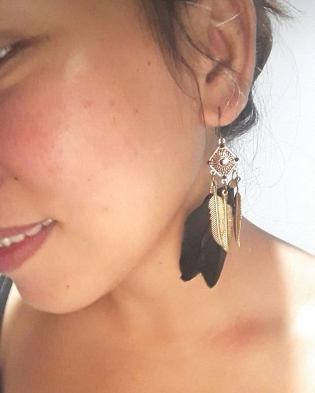 Super cute  Looks exaclty like the pictures  lovin this earrings