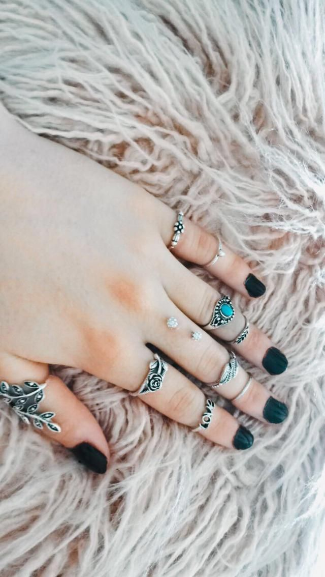 These rings are absolutely adorable, they fit well and look exactly like the picture. Would definitely recommend!!