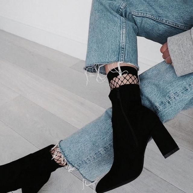 black boots are essential for any look, look amazing with any outfit, these boots can not miss in your closet!!!!!♥♥♥