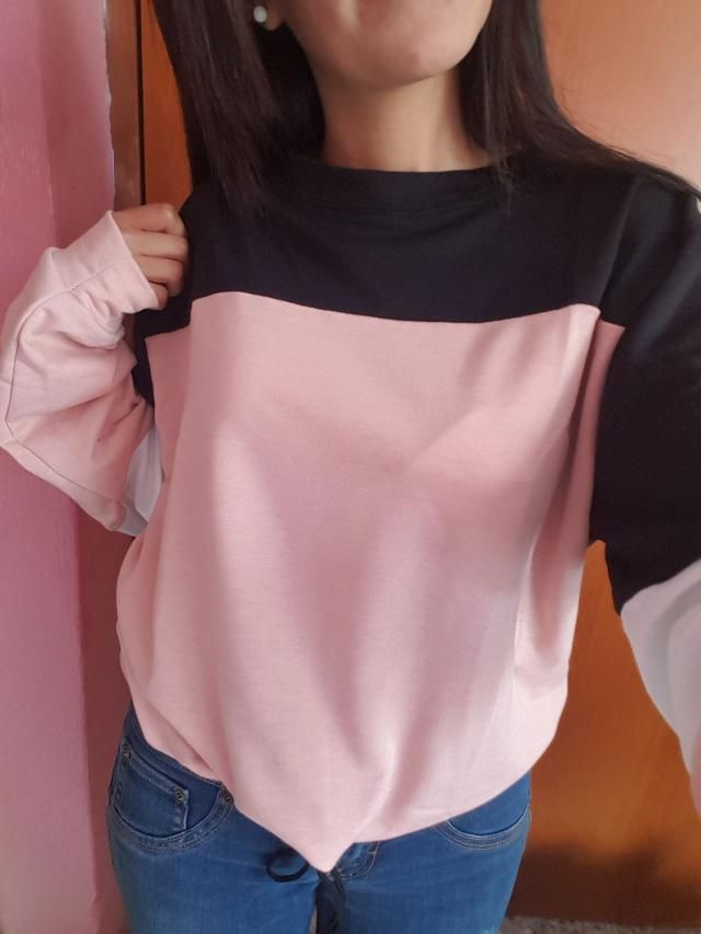 This is a very nice oversized sweater. I got the S. It's comfy and the fabric is soft, not too thick. It has really lo…