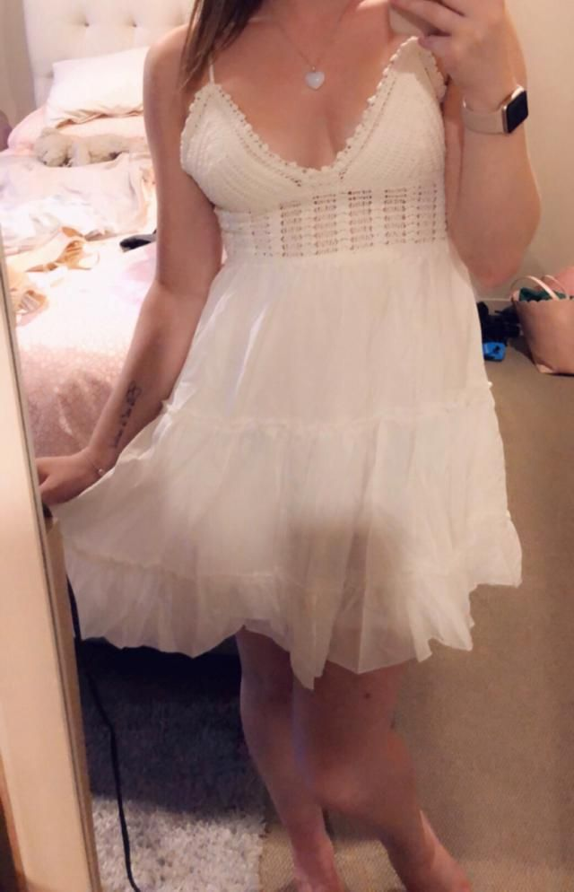 This is my new favourite dress. It fits perfectly and I love it so much. I just ordered it in pink too!