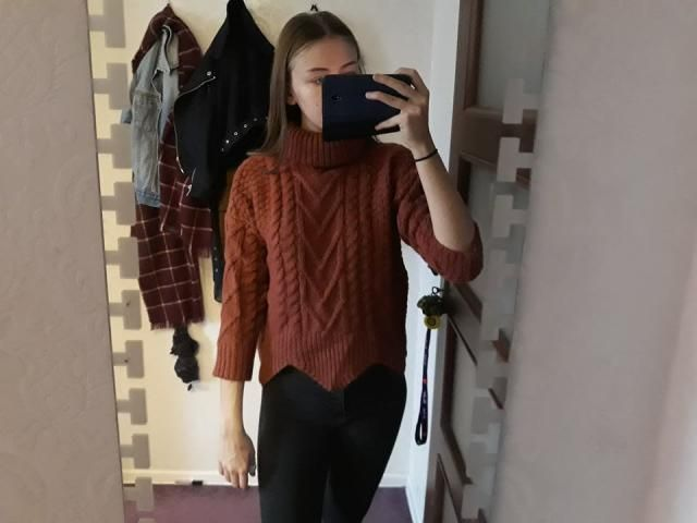 Fabric is nice, color is so beautiful and the turtle neck is so big but also very comfy. The one thing I don't like is…