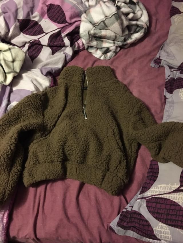 So so fluffy and warm! In love with this and I love that it is cropped too. Only thing is the zipper is a little crook…