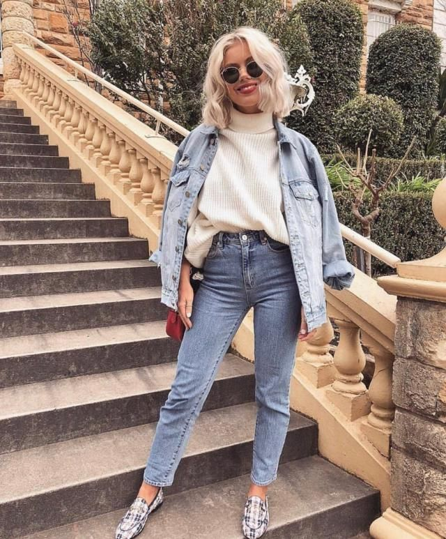 Denim outfit is the best for a casual day out with your friends