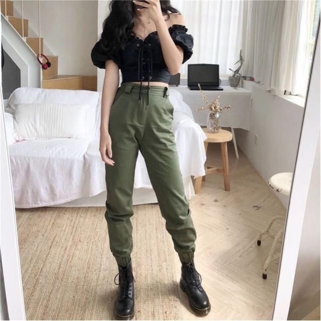 Cargo pants are everything! Do you prefer this army green or black ones??❤️❤️❤️❤️❤️