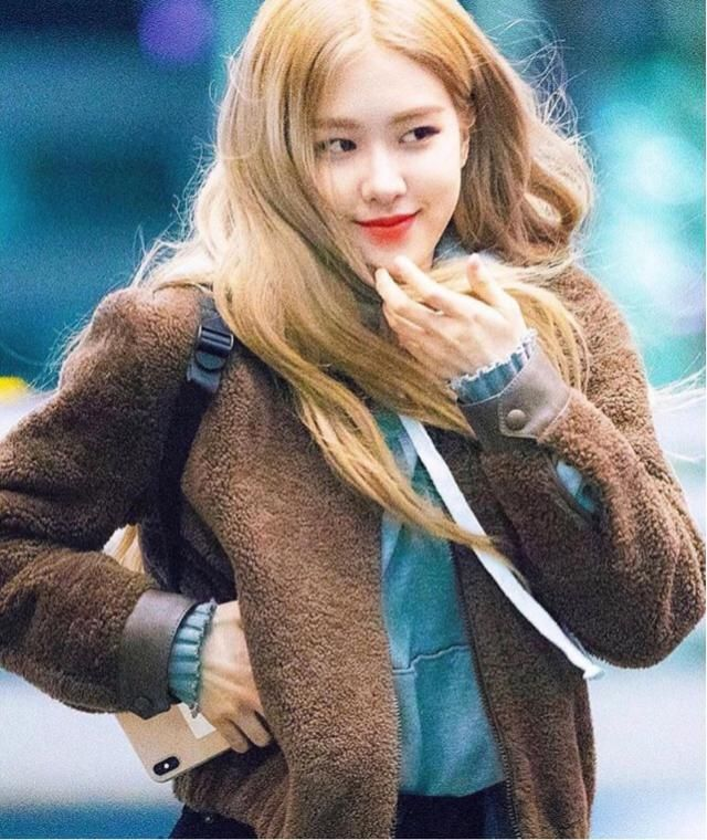 Rosé is a queen style! You can get her teddy coat here in Zaful ❤️❤️❤️❤️❤️❤️